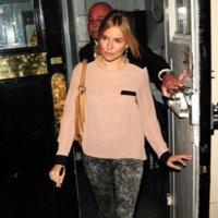Los zapatos amarillos de Sienna Miller más un avance del lookbook Twenty8Twelve Otoño-Invierno 2011/2012