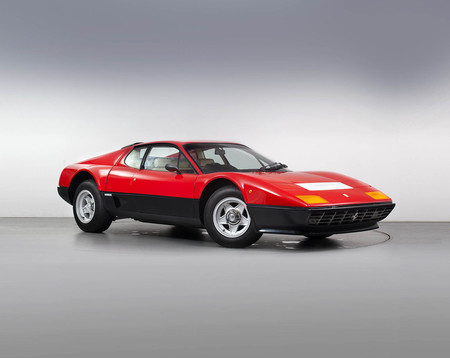 El Ferrari BB 512i no debe su nombre a aquello de Berlinetta Boxer, sino a Brigitte Bardot