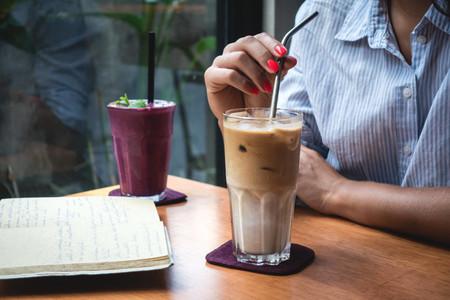 Siete bebidas refrescantes para el verano y siete utensilios para prepararlas y servirlas adecuadamente