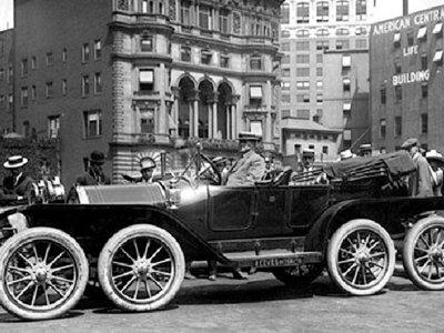 Milton Reeves estaba obsesionado con añadir ruedas a los coches, y se equivocaba