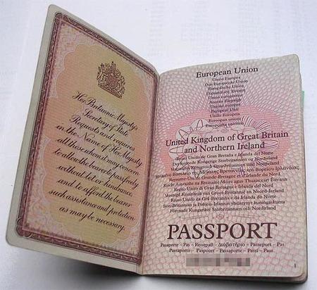 Las peticiones más extrañas de los turistas británicos a sus embajadas