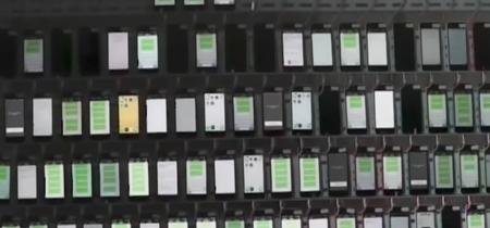 474 teléfonos,  347.000 tarjetas SIM y 4.400 dólares al mes: así se trabaja en una granja ilegal de iPhone en Tailandia