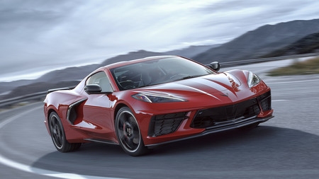 El Corvette Stingray de motor central es una joya mecánica de 495 CV que baja de los 3 segundos en el 0 a 100 km/h