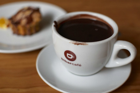 Un reconfortante chocolate con leche sin lactosa
