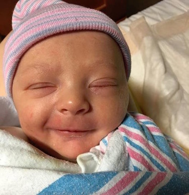 Acudió al hospital porque creía que tenía cálculos renales y media hora después dió a luz a su bebé
