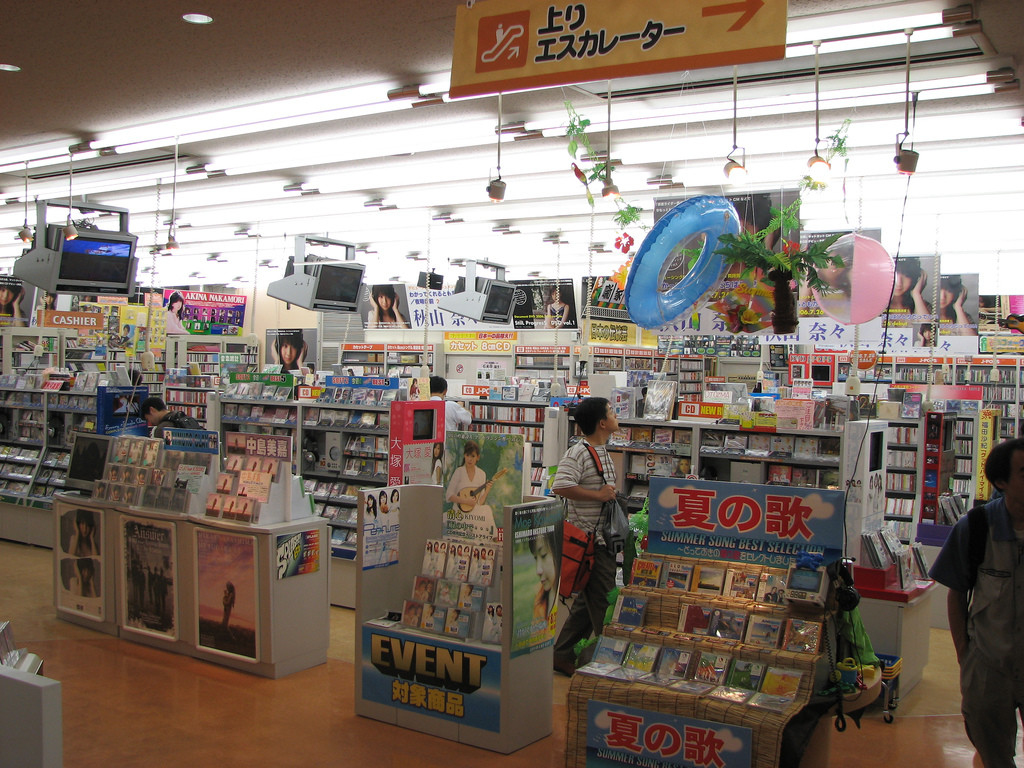 El extraño caso de los CD de música en Japón  arrasan en ventas allí  mientras agonizan en el resto del mundo 454446d8da327
