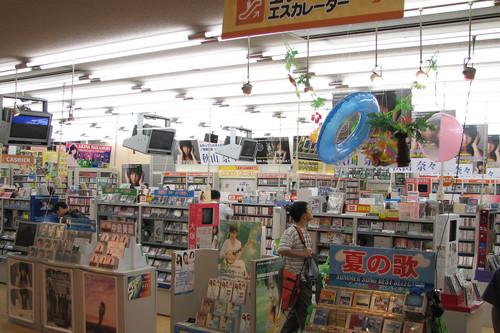 El extraño caso de los CD de música en Japón: arrasan en ventas allí mientras agonizan en el resto del mundo