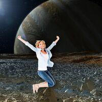 Cómo de alto podría saltar un ser humano en cada planeta  (y otros astros) de Sistema Solar