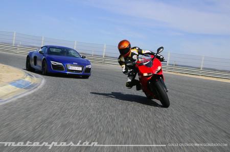 Audi R8 V10 Plus vs Ducati 899 Panigale