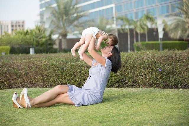 Mujer con bebé.