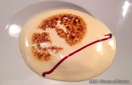 crema de queso con migas crujientes de mantequilla