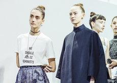 Otra camiseta de lujo vuelve a ponerse muy de moda, el mensaje feminista de Dior arrasará esta primavera