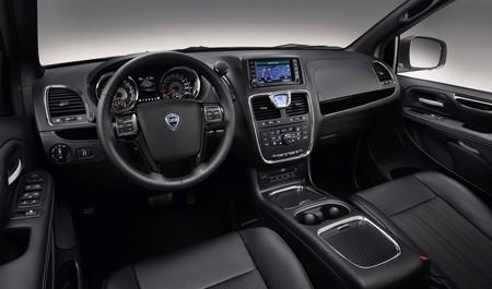 Lancia Voyager interior