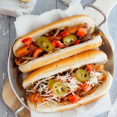 Hot-dogs de pavo con cebolla caramelizada y más recetas para ver el Mundial en Directo al Paladar México