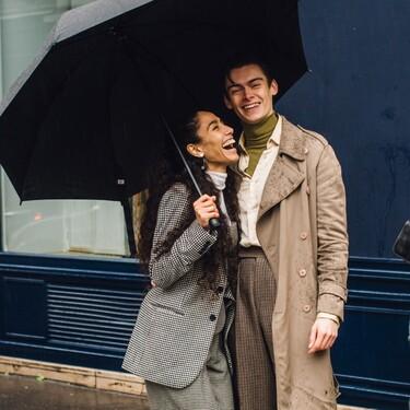 Un día de lluvia no te retendrá luciendo las gabardinas, parkas y chubasqueros con más estilo