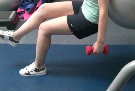 ¿Por qué siempre se recomienda elevar las piernas para aumentar la intensidad de los ejercicios?