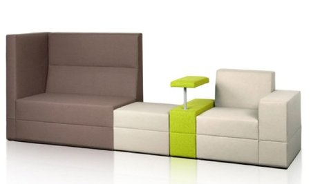 Una buena idea: un sofá con una mesa incluida