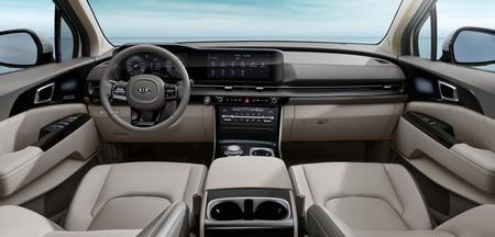 KIA Sedona 2021 nos muestra su nuevo interior mucho más tecnológico