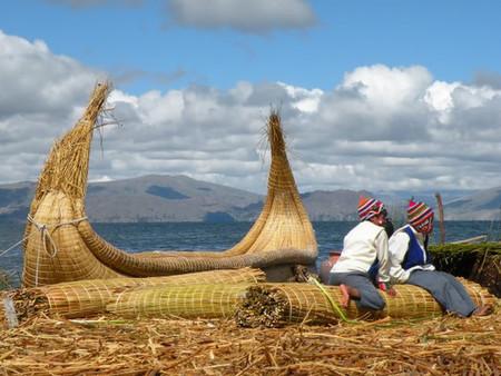 Viajes exóticos: Las islas flotantes de los Uros en Perú