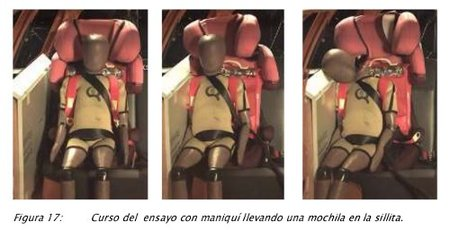 Los riesgos de llevar la mochila puesta en la silla de seguridad del automóvil