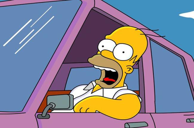 Detienen en Reino Unido a un conductor con licencia de conducir de Homero Simpson