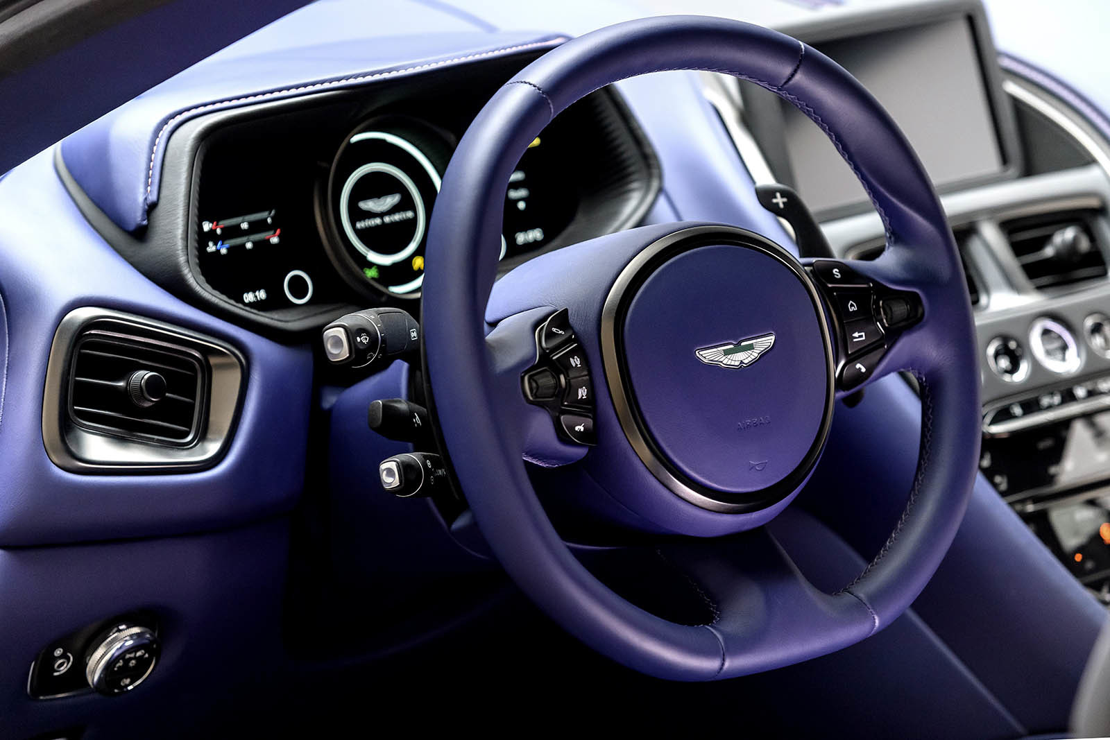 Foto de Aston Martin DB11 V8 (7/21)