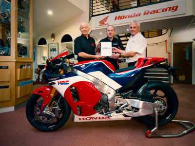 Los Reyes Magos llegan por adelantado: John Brown, el primero en recibir una Honda RC213V-S