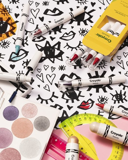 El maquillaje de Crayola Beauty ahora se puede comprar en Sephora y tienen de todo: lápices, iluminadores, máscaras de pestañas y paletas de sombras