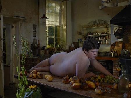 Julia Fullerton-Batten revisa el modelo clásico de belleza