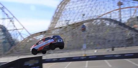 Este Chevrolet Sonic salta marcha atrás