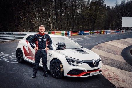 New Megane R S Trophy R Fastest Ever Front Wheel Drive Production Car At The Nurburgring Embargo 14h00 210519 1