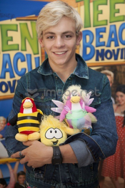 Club Penguin surca las olas con la fiesta  Teen Beach Movie de Disney Channel