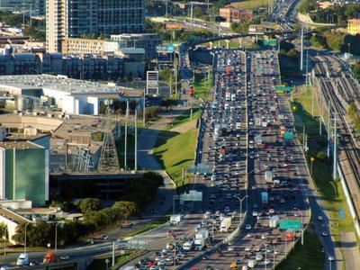 La ciudad pide silencio al coche: cómo nos afecta la contaminación que oímos