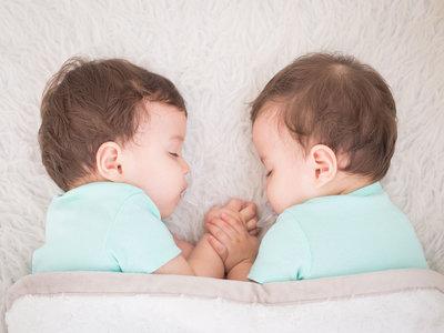 Grandes alegrías y pequeñas desventajas de tener gemelos o mellizos