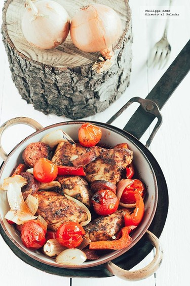 Pollo con chorizo al horno. Receta
