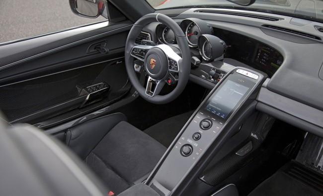 Porsche 918 Spyder negro y naranja 019