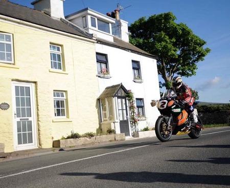 John Mc Guinnes gana el TT de la Isla de Man 2009