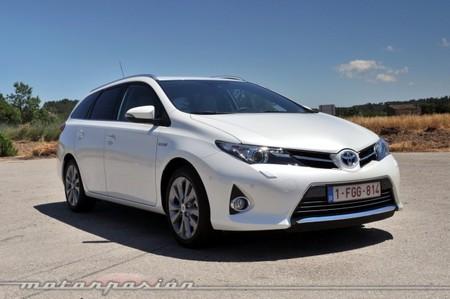 Toyota Auris Touring Sports contra Toyota Prius