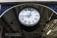 Encuesta: ¿cómo matas el tiempo en los aeropuertos y estaciones?