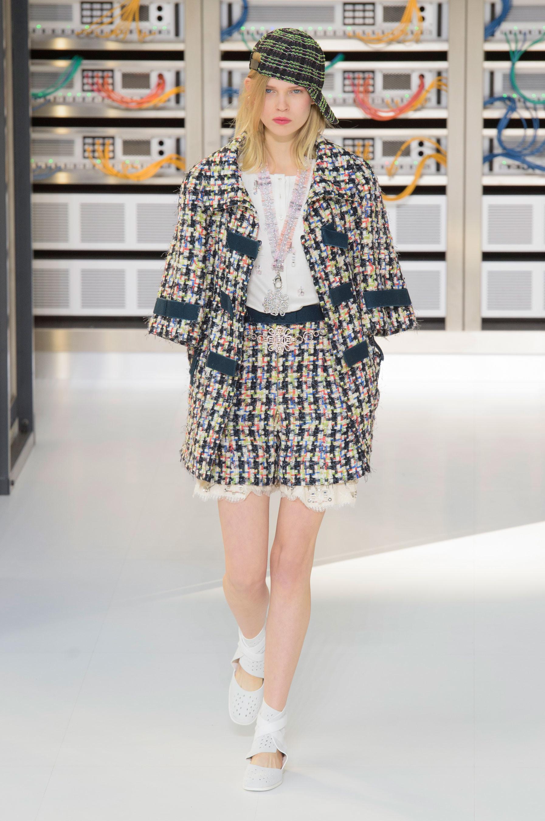 Foto de El regreso al futuro de Chanel en su colección Primavera-Verano 2017 (18/96)