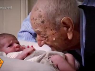 El inicio y el final de la vida: el conmovedor encuentro entre un abuelo de 112 años y una bebé recién nacida