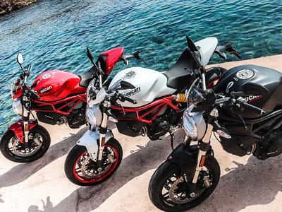 Celebrar tu 25º cumpleaños con un desfile está muy bien, sobre todo si eres la Ducati Monster