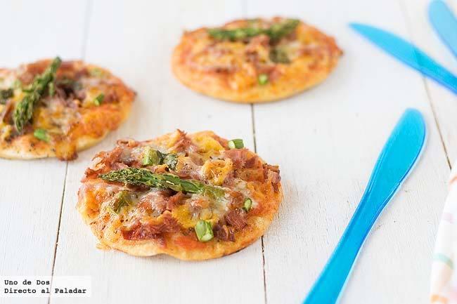 Mini pizzas de jamón y trigueros