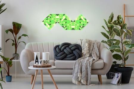 LaMetric Sky crea un mosaico de colores en la pared con paneles LEDs que muestran información o animaciones