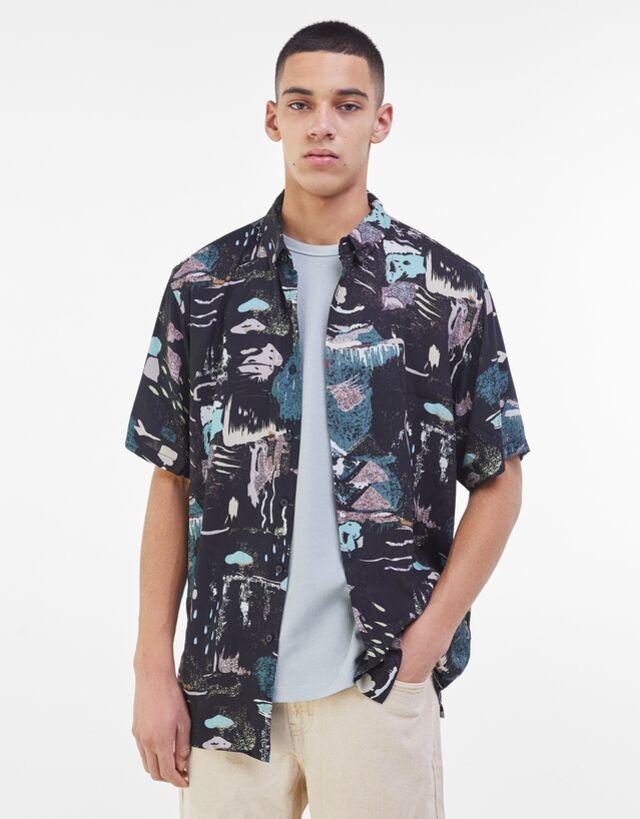 Camisa manga corta con estampado de inspiración japonesa
