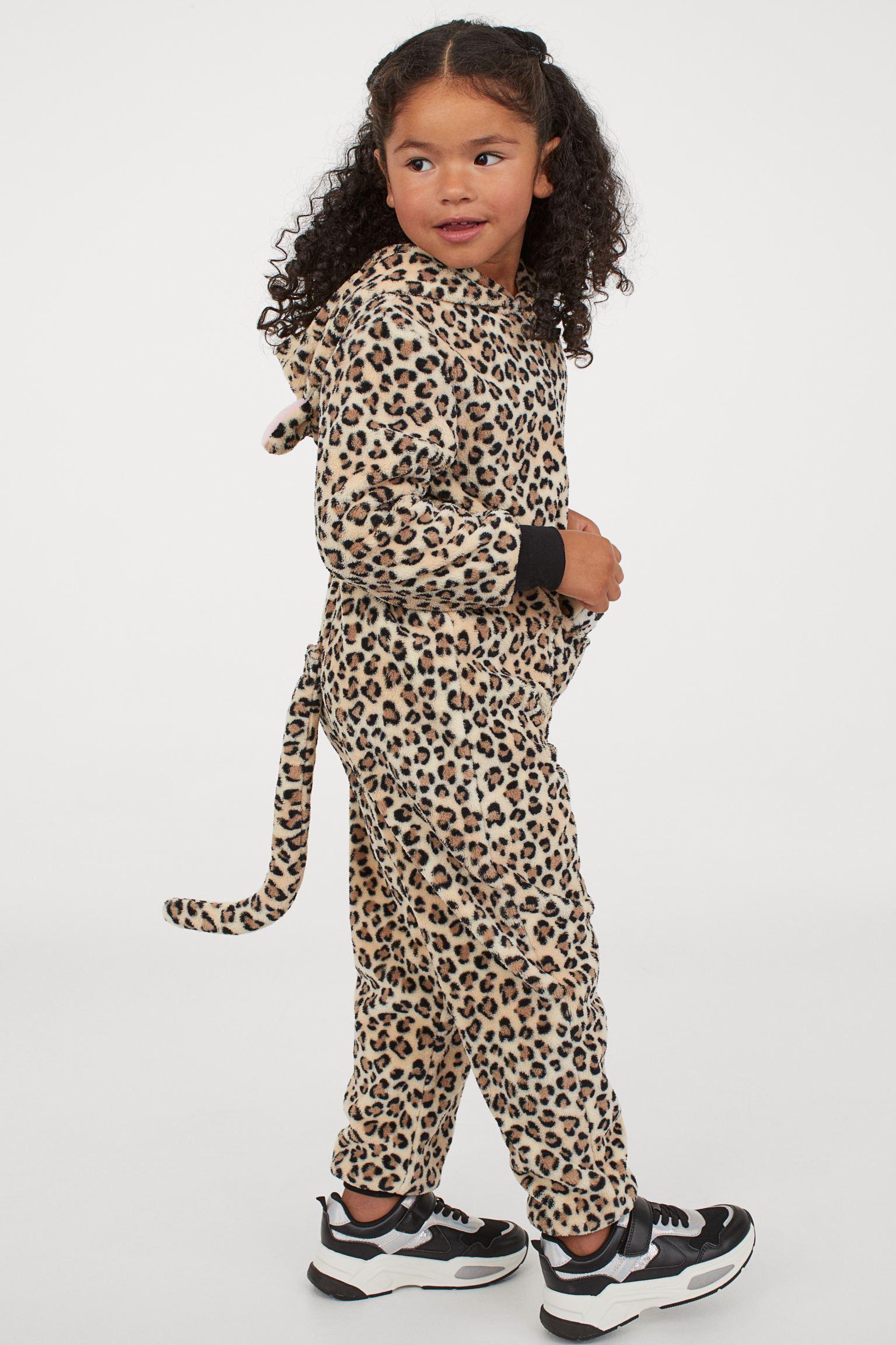 Disfraz de animal de peluche con bebé acolchado a juego.