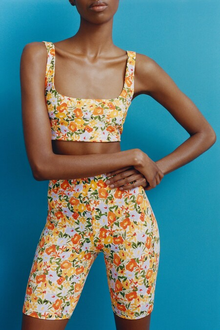Estos son los total looks de Zara con estampado floral que nos introducen de lleno a la primavera 2021