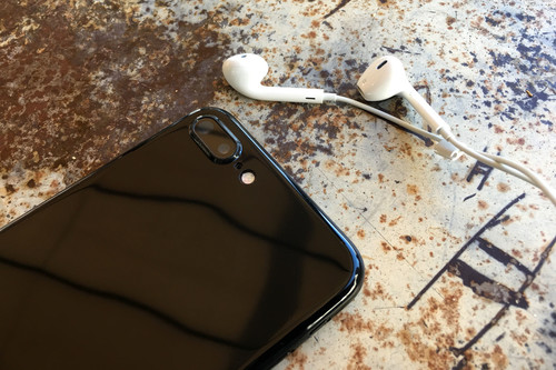 Esta funda ha convertido mi iPhone 7 Plus en un iPhone 7 Plus Jet Black, y el resultado no es nada malo