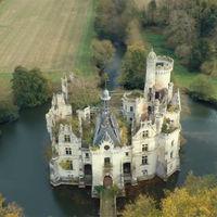 8.000 personas se han comprado un decrépito y fantasioso château. Y ahora van a restaurarlo