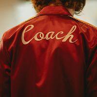 Coach nos traslada a los años 70 más brillantes en su colección Primavera-Verano 2018